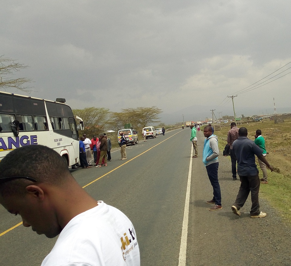 Photo. Stranded passengers along Narok-Mai Mahiu road