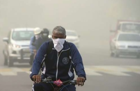Serious air pollution in Delhi