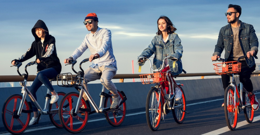 Clients using Mobike bicycles.