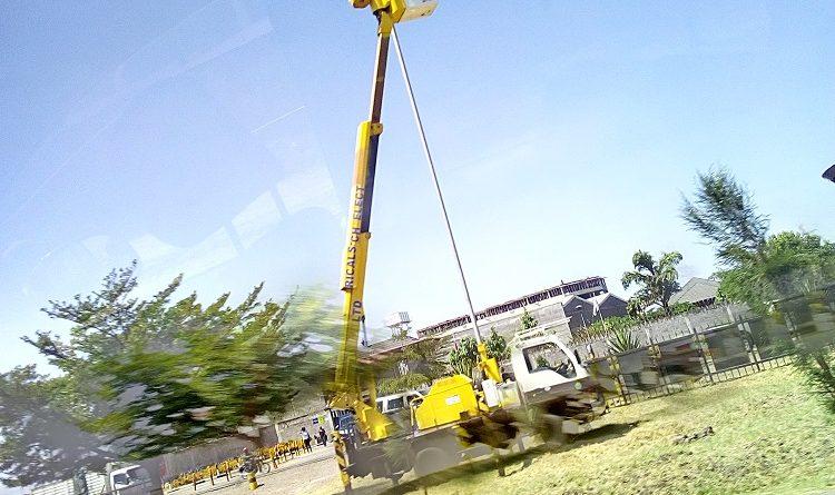 crane along Mombasa rd