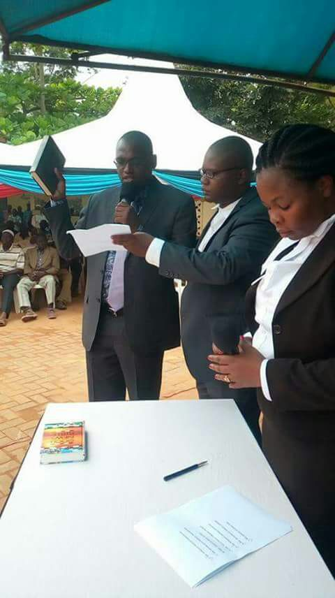 Bakari Hassan Sebe taking the Oath of office