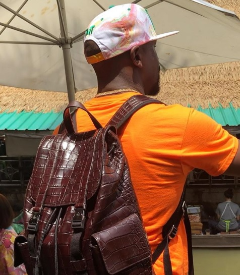 Floyd Mayweather carrying a Crocodile leather bag valued at $70,000 equivalent to KES 7 Million in Kenya.