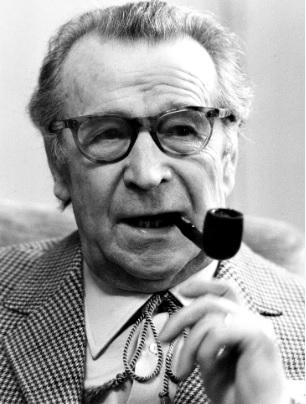 Georges Simenon (1903-1989) profile