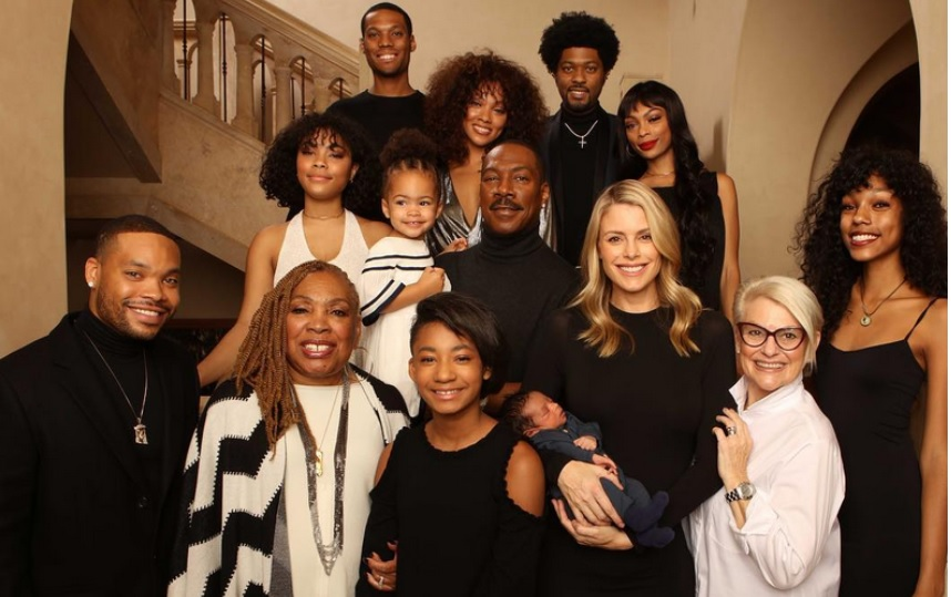 Eddie Murphy poses in a rare photo with all his 10 Children