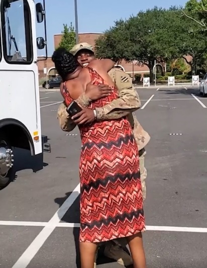 Emotional meeting when US Army Sgt made a surprise visit to his mum at work in Georgia (video)