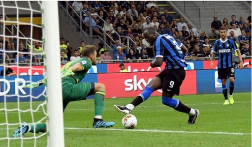 Romelu Lukaku scores in Inter Milan debut