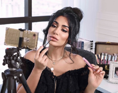 Huda Kattan: A blogger who made it big in beauty business