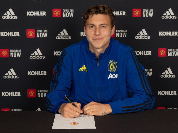 Victor Lindelof has signed a new contract at United