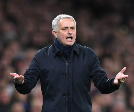 Mourinho says Chelsea are the favorites to finish top four