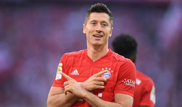 Lewandowski breaks another Bundesliga record as Bayern goes goes 10 points clear