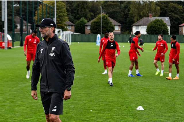 Premier League clubs vote to return to small group training
