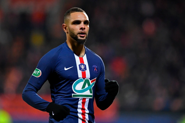 Kurzawa signs a new contract with PSG