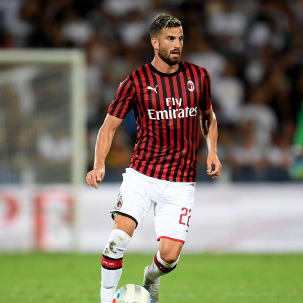 Milan defender Musacchio out for four months after undergoing surgery