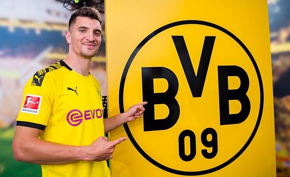 Thomas Meunier signs for Borussia Dortmund