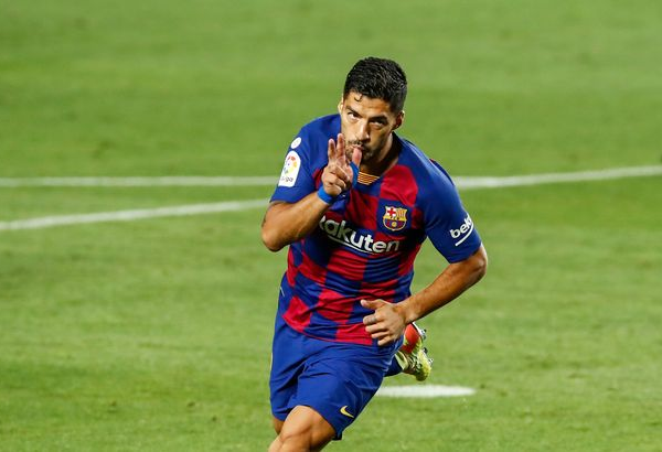 Luis Suarez moves third on Barca's all-time scoring list