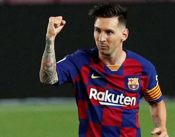 Lionel Messi scores 700th career goal