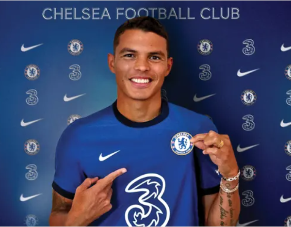Chelsea confirm the signing of former PSG star Thiago Silva