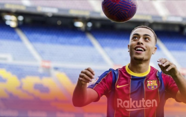 Barcelona sign USMNT defender Sergino Dest from Ajax on long-term deal