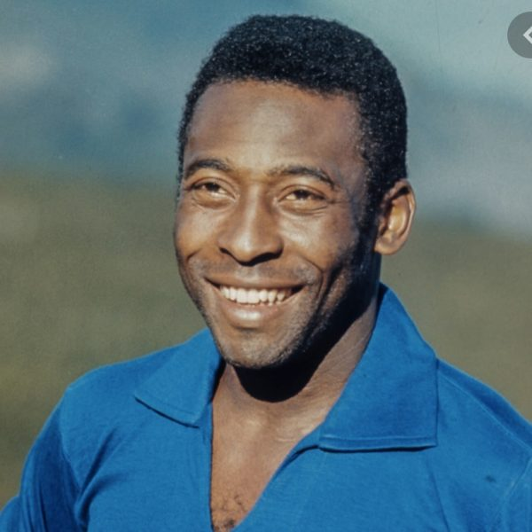 Pele congratulates Messi for equalling goal record