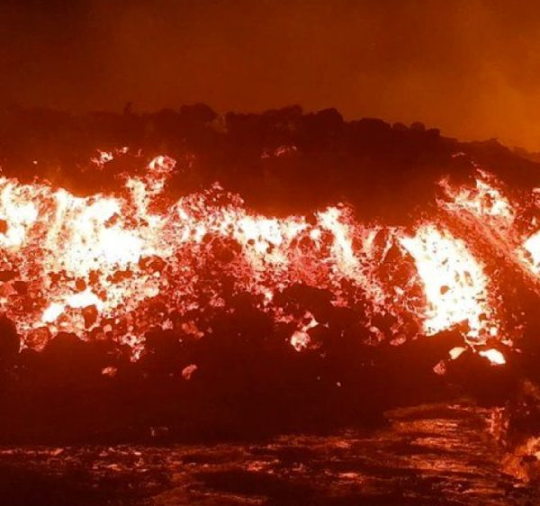 DR Congo residents escape the volcanic eruption of Mt. Nyiragongo